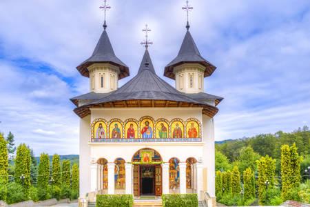 Vue sur le monastère de Sihastria