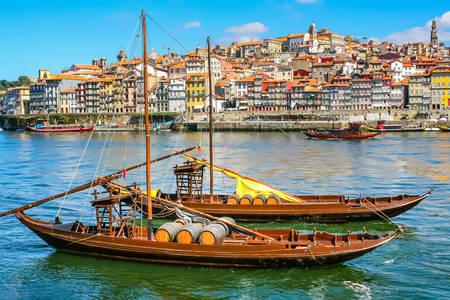 Παλαιές βάρκες στον ποταμό Douro