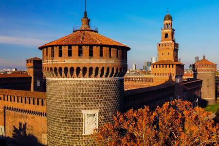 Kilátás a Sforza -kastély tornyaira