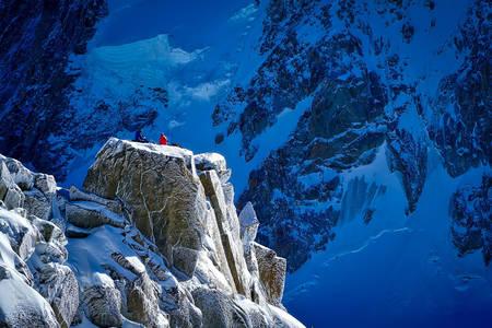 Rotsachtige en besneeuwde bergen