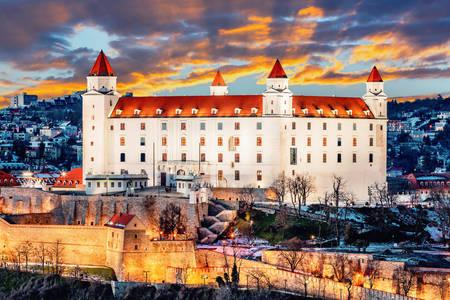 Castello di Bratislava al tramonto