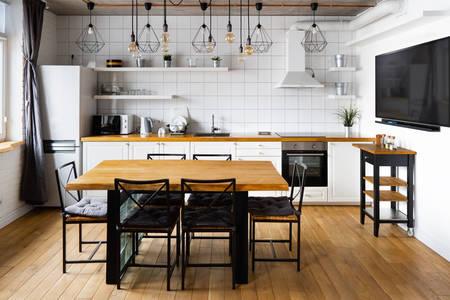 Модерна кухня-трапезария