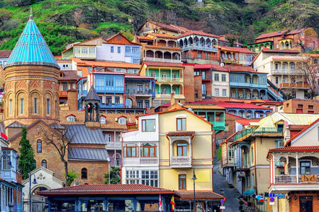 Case colorate în orașul vechi din Tbilisi