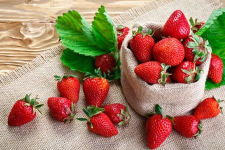 Căpșuni de pânză