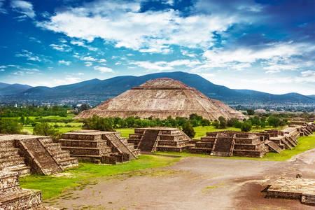 Piramida Soarelui și Drumul Morților în Teotihuacan