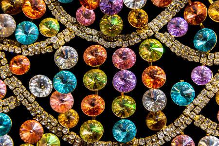 Edelsteine in verschiedenen Farben