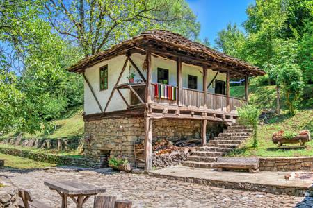 Casa tradizionale nel villaggio di Etar
