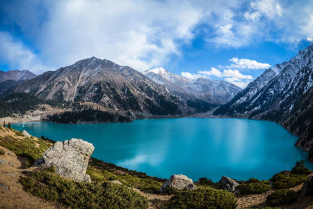 Pogled na Veliko jezero Almati