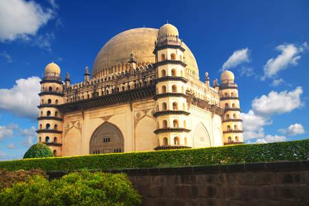 Mausoleum von Gol Gumbaz in Bijapur