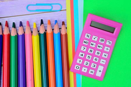 Taschenrechner und Bleistifte