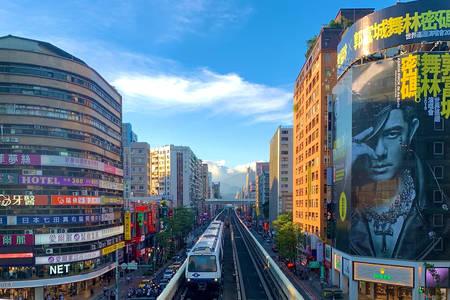 Linha aérea do metrô em Taipei