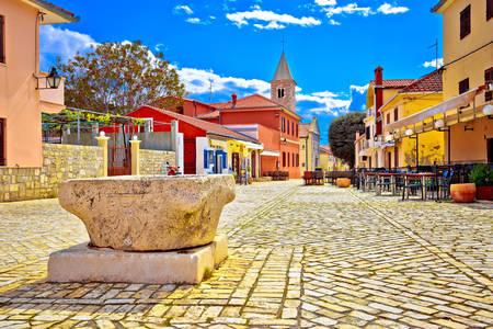 Architecture colorée de la ville de Nin