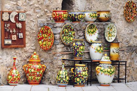 Keramikus ajándéktárgyak Ravellóban