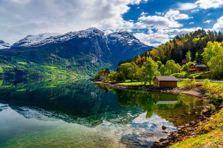 Sat la Hjørundfjord