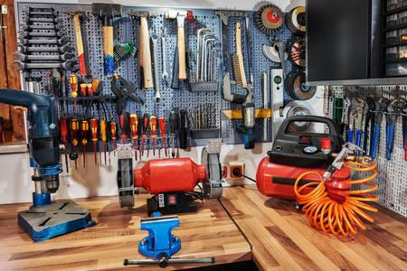 Instrumente la locul de muncă