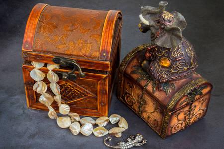 Caixas de joias vintage e joias