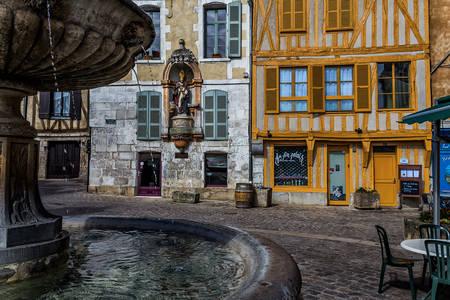 Auxerre: Plac Świętego Mikołaja