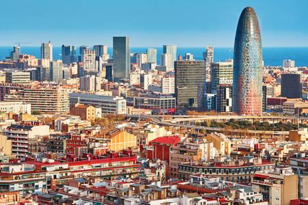 Festői kilátás nyílik Barcelonara