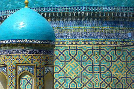 Mosaike an den Wänden der Medresse