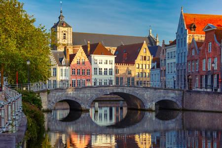 Ponte su un canale a Bruges