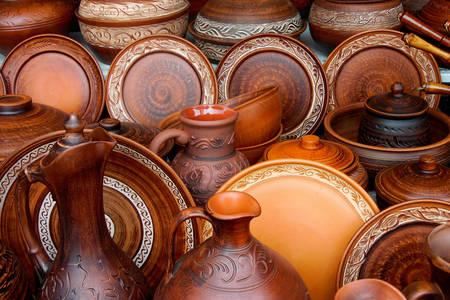 Ručno rađeni pribor od gline