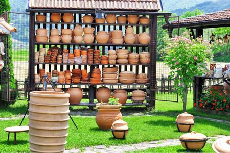 Глиняная посуда в деревне гончаров Злакуса