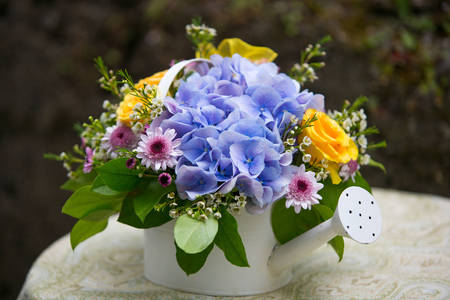 Kvetinový aranžmán v zálievke