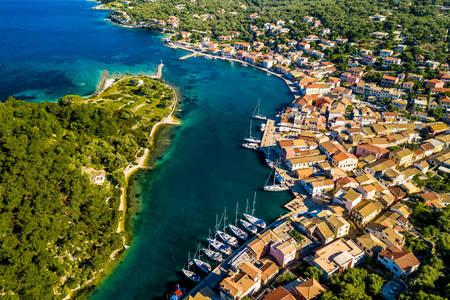 Veduta aerea del villaggio di Gaios