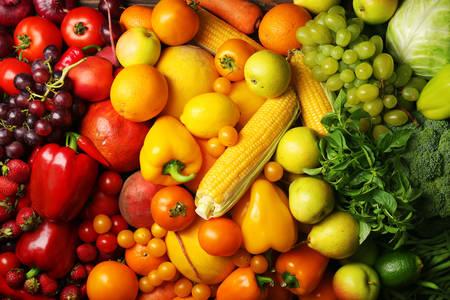Színes háttér, gyümölcsök és zöldségek