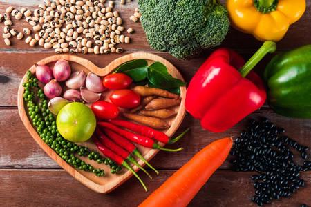 Legumes frescos na mesa