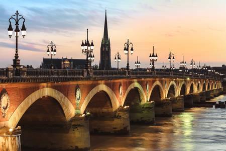 Мост Пон дьо Пиер по залез