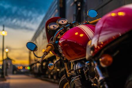 Piros motorkerékpár