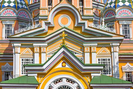 Fasada Katedry Wniebowstąpienia Pańskiego w Ałmaty