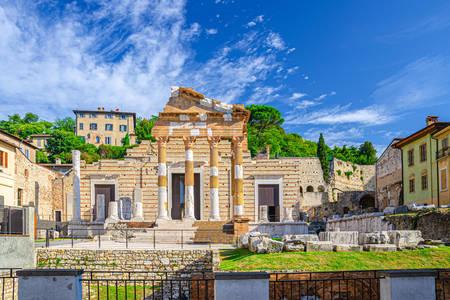 Hram Kapitol trijade u Breši