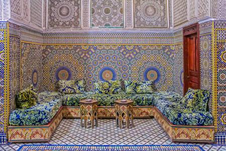 Riad marocan decorat cu mozaicuri