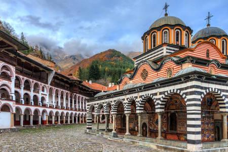 Vedere asupra Mănăstirii Rila