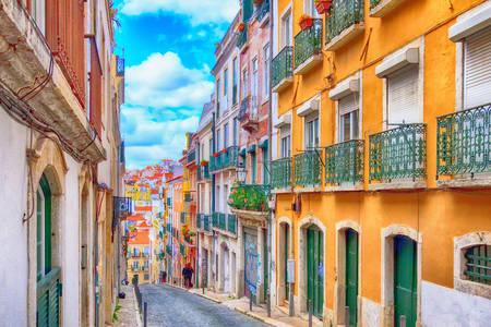 Calle con casas tradicionales en Lisboa