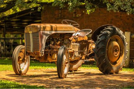 Stari seoski traktor