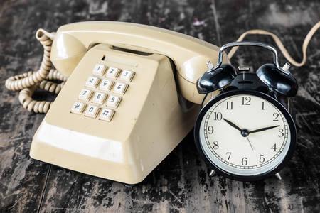 Ретро телефон и часы
