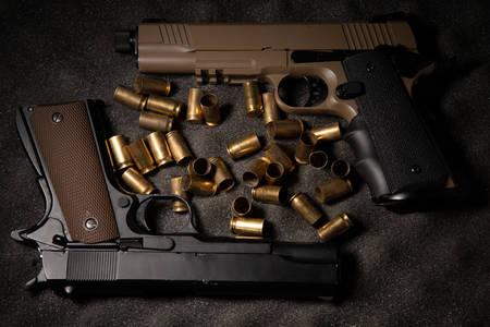 Pištole a puzdrá