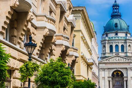 """Изглед към базиликата """"Свети Стефан"""" от улица """"Зригни"""""""