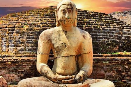 Buddha statue in Polonnaruwa Watadag