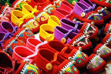 Ručně vyráběné barevné boty