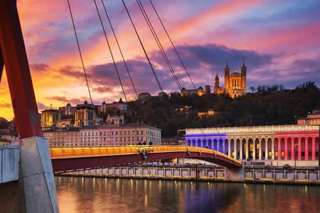 Voetgangersbrug over de rivier de Saone in Lyon
