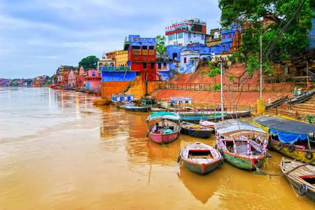 Ganj nehri üzerinde Varanasi manzarası