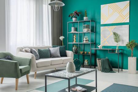 Salon avec mobilier en métal