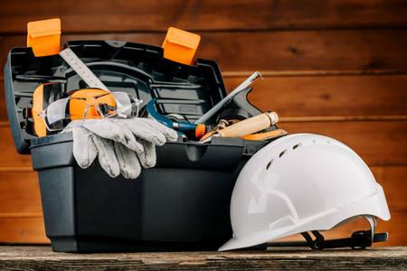Ящик з інструментами для будівельника