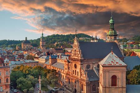 Lviv'de gün batımı