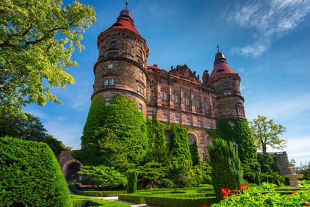 Pohled na věže hradu Ksenzh