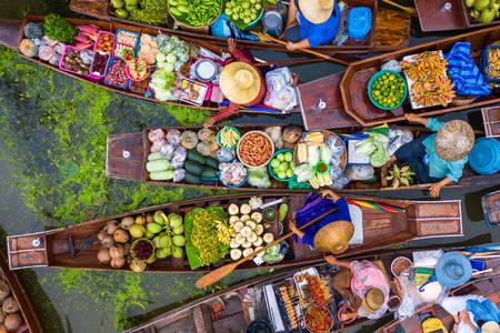 Tayland'da yüzen pazar